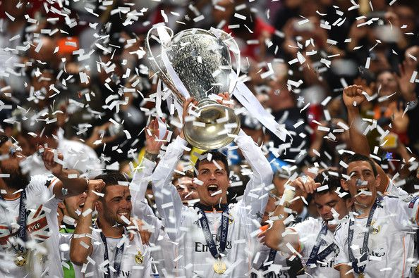 real madrid alza la coppa della champions league